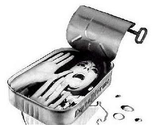 La lata sobre la acera