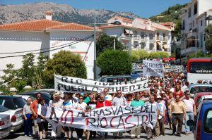 Cientos de personas protestan contra el trasvase de Castril que abastecerá Baza