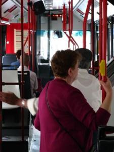 Mujeres y transporte público